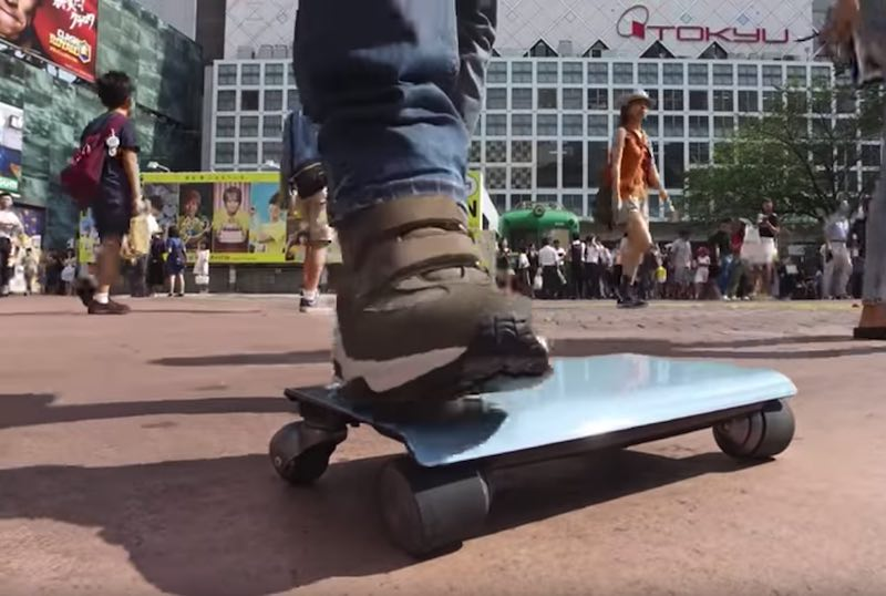 Man stepping on the Walkcar